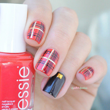 Essie 20leggy 20legend 20rockabilly 20tartan 20paillette 201 thumb370f