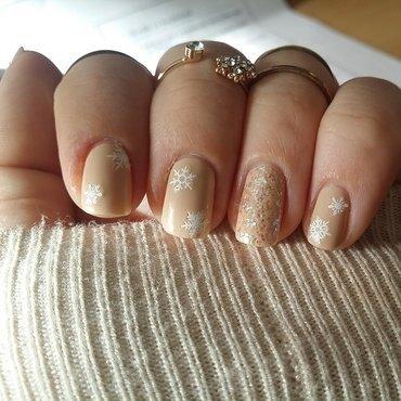 Snowmie nail art by sugarplumrosie