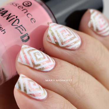 Esponge de kaki et de rose nail art by Mary Monkett