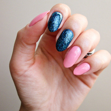 Pink and blue nail art by Yenotek