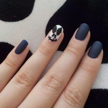Almost Jack Skellington nail art by Bajjjbeee