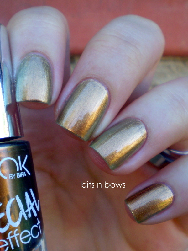 Look by Bipa Gold Changer Swatch by Kristina