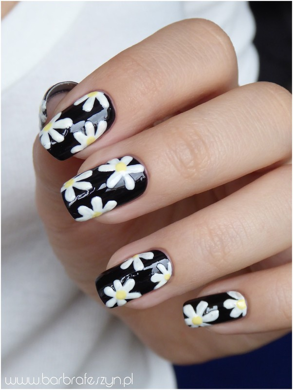 Daisy nails nail art by barbrafeszyn