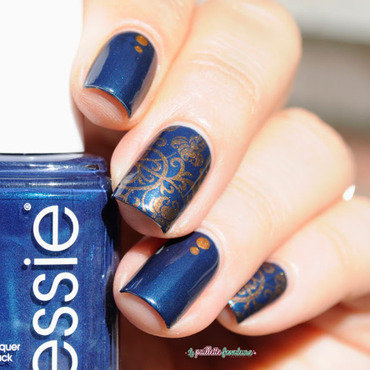 Essie 20bell 20bottom 20blues 20arabesque 20paillette 201 thumb370f