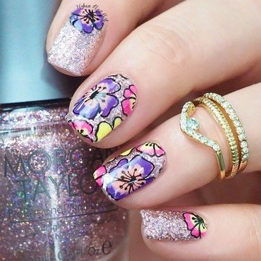 Sparkly Floral Design nail art by Lou