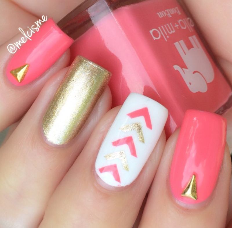 Single chevrons nail art by Melissa