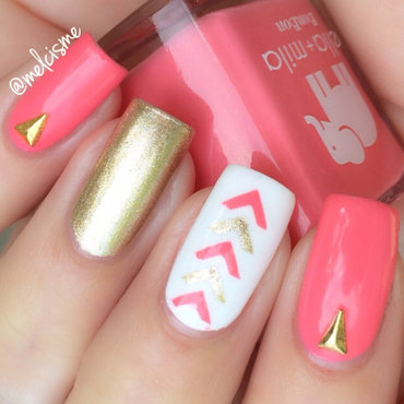 Single chevrons nail art by Melissa