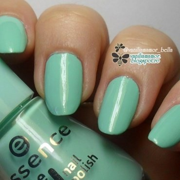Essence 40 Play With My Mint, Essence The Gel Play with my mint, Essence Play With My Mint, and Essence The Gel Nail Polish Play With My Mint Swatch by Isabella
