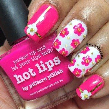 Beautiful girly floral mani nail art by Daisy