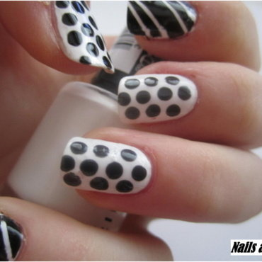07 BLACK AND WHITE nails nail art by NailsandEl
