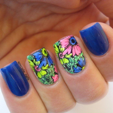 Flower power nail art by specialle
