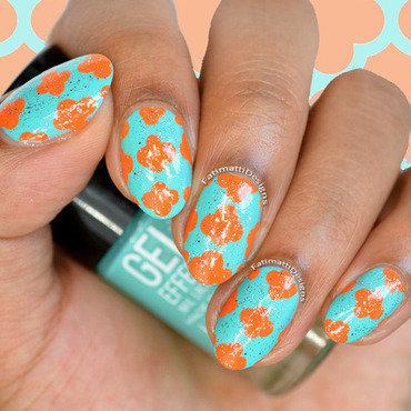 Contrasting Quatrefoil nail art by Fatimah