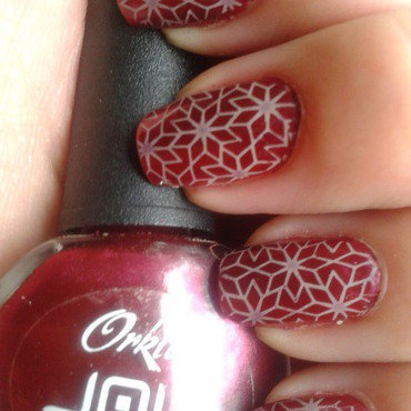 Beige ornaments on dark metallic red nail art by Jájis