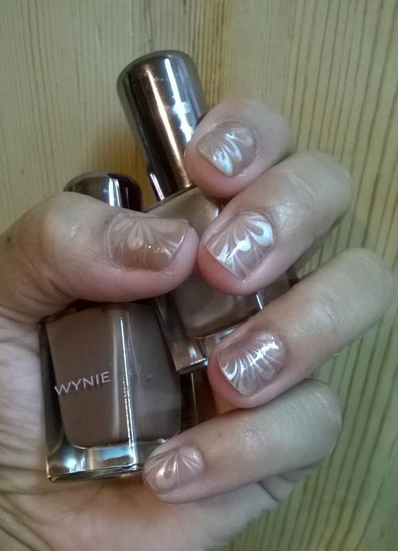 Caramel Water Marble nail art by Avesur Europa