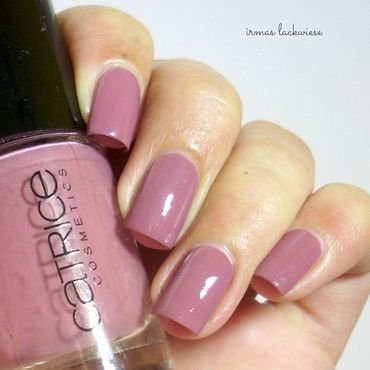 Catrice think in dusky pink Swatch by irma