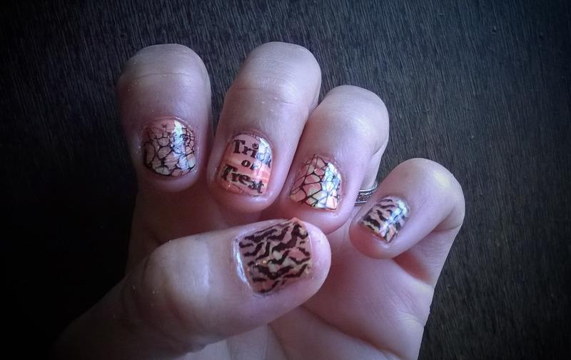 Early Halloween: Leisure on a rainy ☔ Saturday morning nail art by Avesur Europa