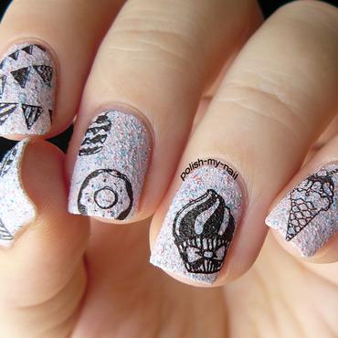 Cupcakes nail art by Ewlyn