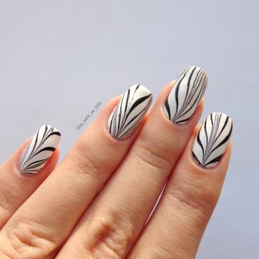 Black & White Water Marble nail art by No Nails No Fshn