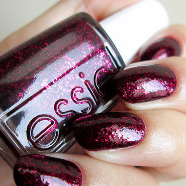 Essie Toggle To The Top Swatch by Yenotek