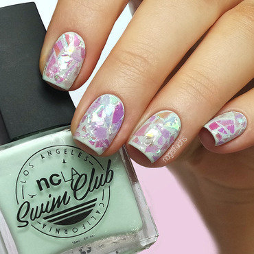 Iridescent Glitter Nails nail art by nagelfuchs