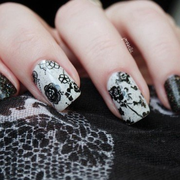 black flowers nail art by Pmabelle
