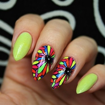 Psychedelic flowers nail art by Jane