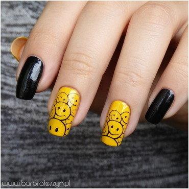 Emoticons smile nail art by barbrafeszyn
