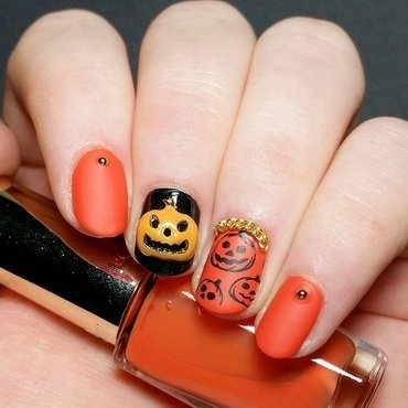 Halloween pumpkin nail art by nailicious_1