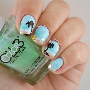 Beach nail art by Julia