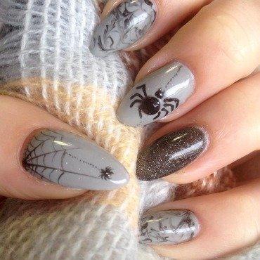 Halloween nail art, spider nail art by Agnieszka