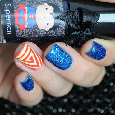 Esmaltes 20da 20kelly 20superman 20triangle 20swirl 20nail 20art 202 thumb370f