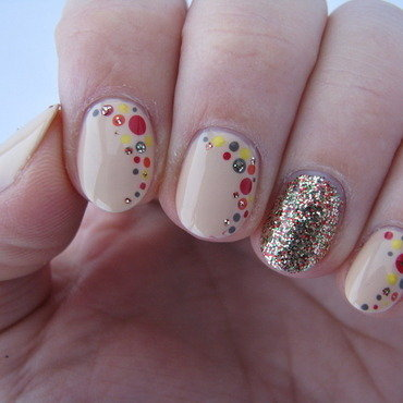 Autumn dots nail art by Nail Crazinesss
