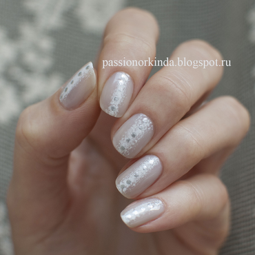 Neutral manicure nail art by Passionorkinda