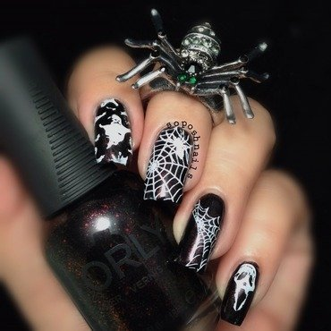 Vampy Halloween nail art by Debbie