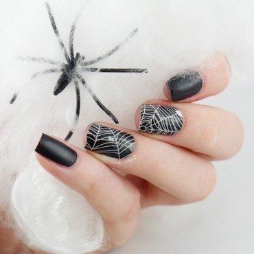 Miss Sophies Halloween Spider nail art by Ann-Kristin