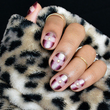Negative Space Vertical Gradient nail art by Fatimah