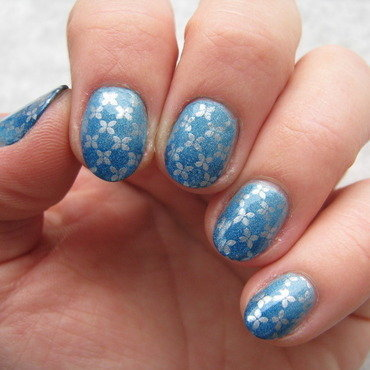 Blue gradient nail art by Nail Crazinesss