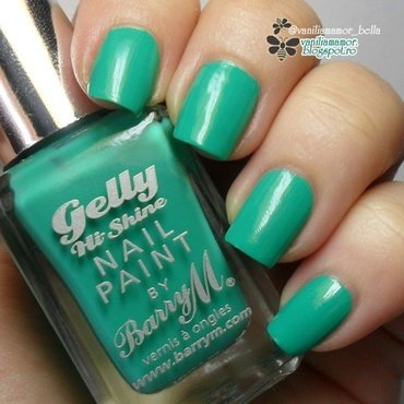 Barry M Kiwi Swatch by Isabella