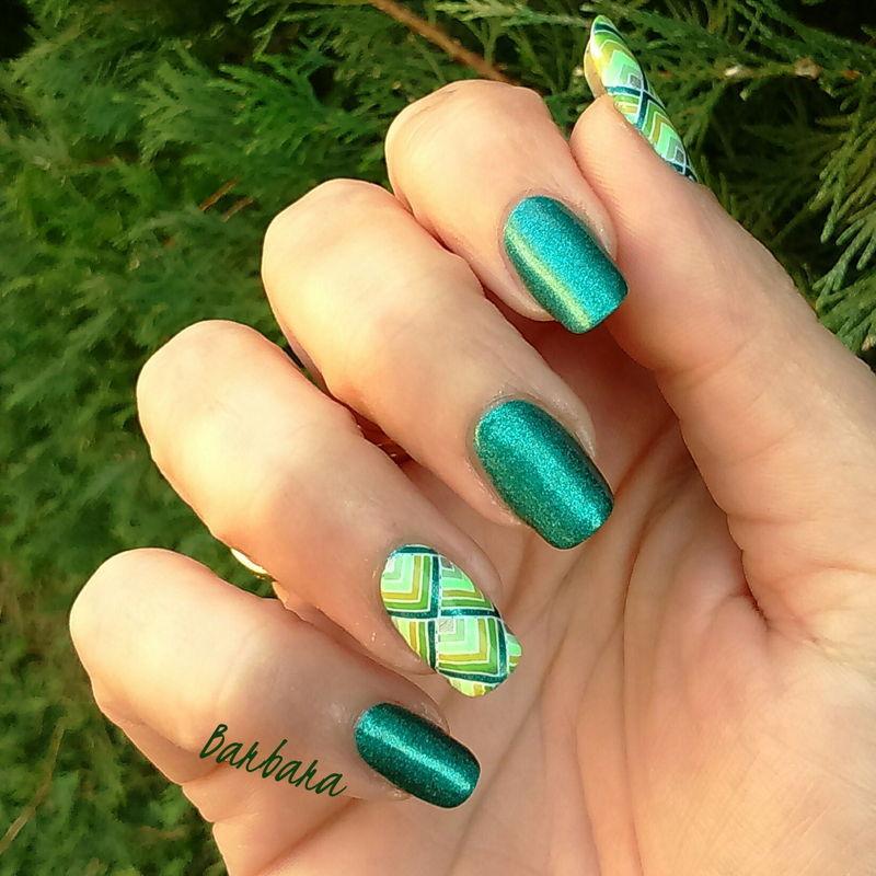 stamping en camaieu de vert nail art by Les ongles de B.