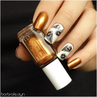Golden peacock's eye nail art by barbrafeszyn