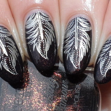 Golden Feathers nail art by Plenty of Colors