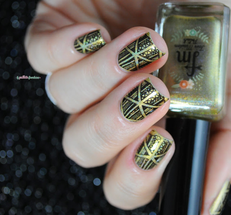 triangle game nail art by nathalie lapaillettefrondeuse