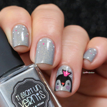 ♫ you are a penguin queeeeen, young and sweeeeetttt ♪ nail art by nathalie lapaillettefrondeuse