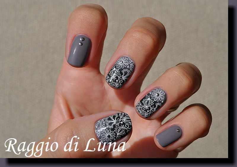 Stamping: White floral pattern on grey & black gradient nail art by Tanja