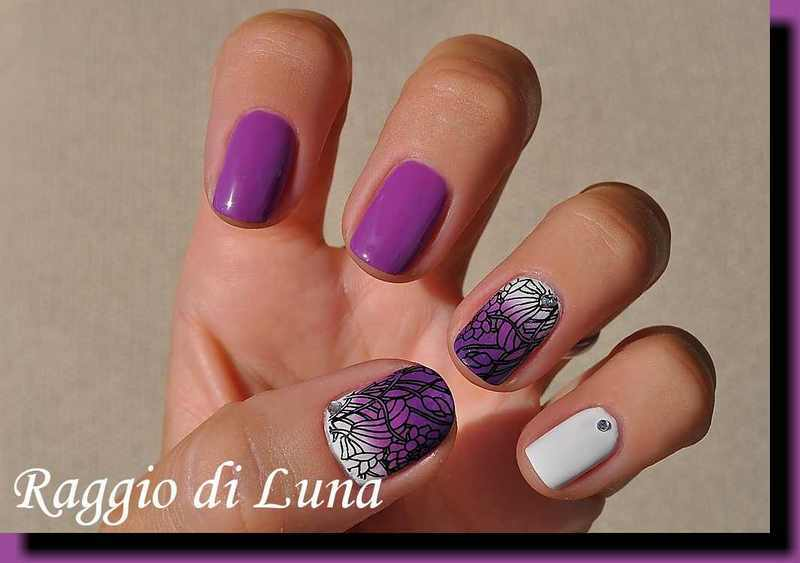 Stamping: Black floral pattern on purple & white gradient nail art by Tanja