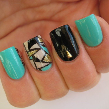 Geometric nail art by specialle