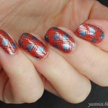 Red and steel nail art by Yasinisi