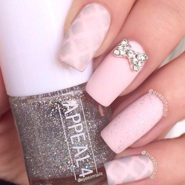 Soft pink & grey mani 💞 nail art by Virginia