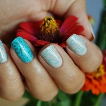 Delicate flowers nail art by Cranberry Fairy