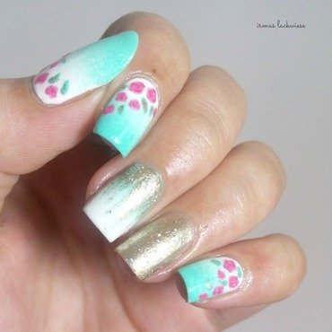 Nailart 20mint 20milk 20with 20gradient 20gold 20and 20roses 20 11  thumb370f